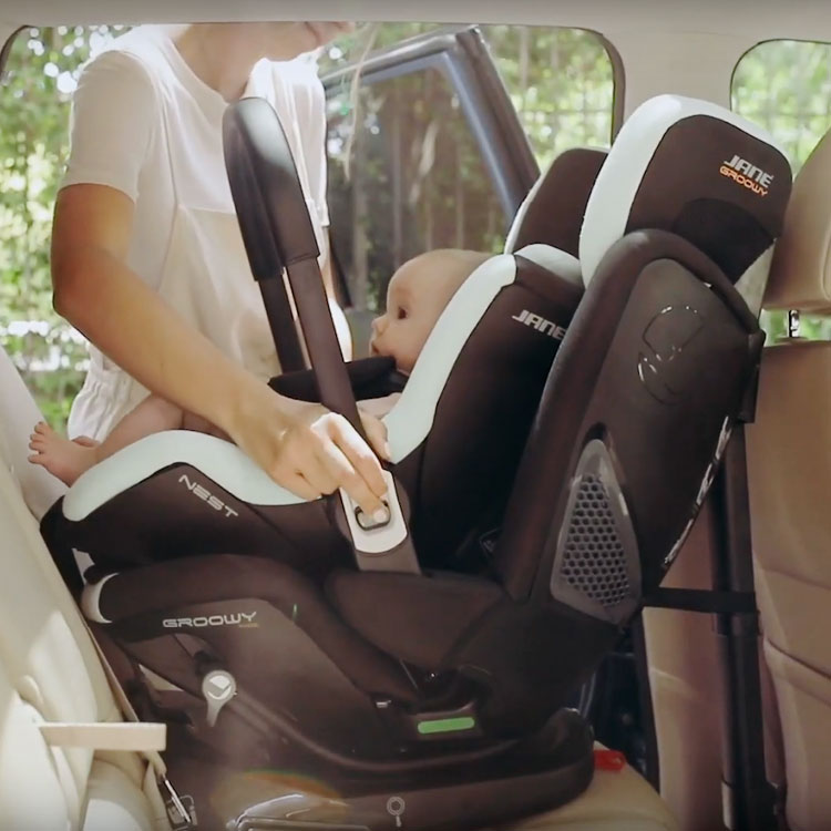 Jane GROOWY + NEST iSize car seat system